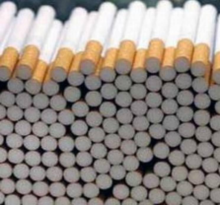У Полонному у продавця видурили 10 блоків цигарок