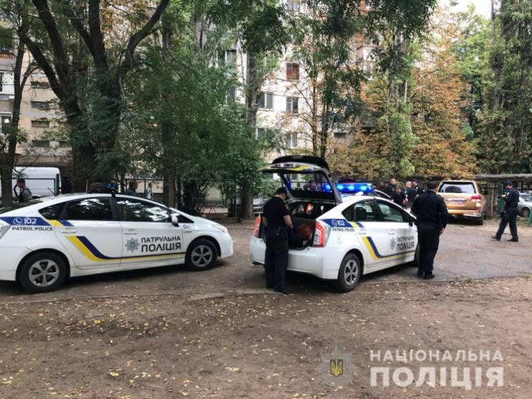 """В Одесі чоловік побив охоронця штрафмайданчика та викрав свій """"золотий крузак"""" (ФОТО, ВІДЕО)"""