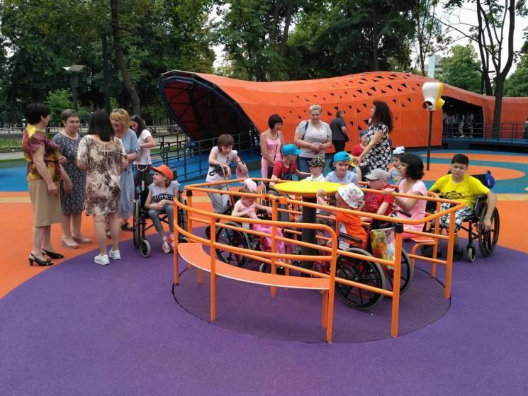 У Дніпрі відновили спаплюжений в інклюзивному парку барабан (ФОТО)