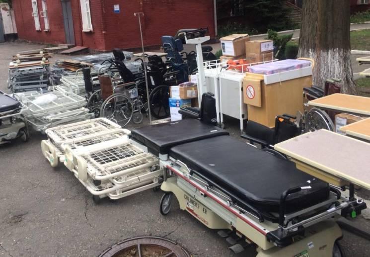 Харківські лікарні отримали благодійну допомогу з Канади (ФОТО)