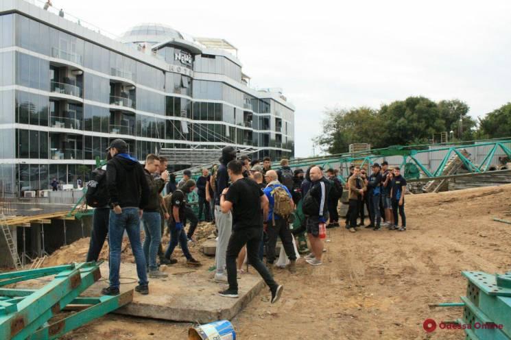 В Одесі активісти зносили незаконне будівництво на пляжі біля дельфінарію (ФОТО)