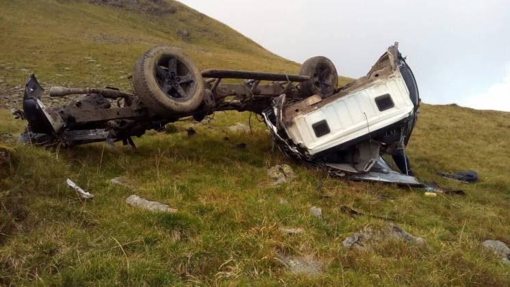 На Закарпатті загинули двоє киян, зірвавшись на позашляховику в ущелину (ФОТО)