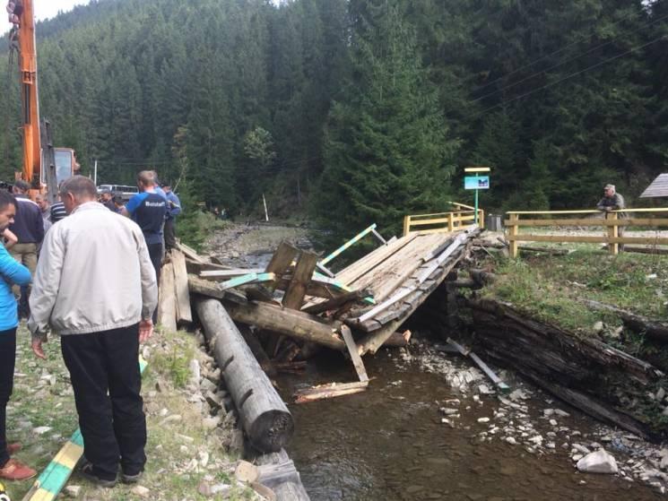 Через обвал мосту проїзд до озера Синевир перекритий (ФОТО)