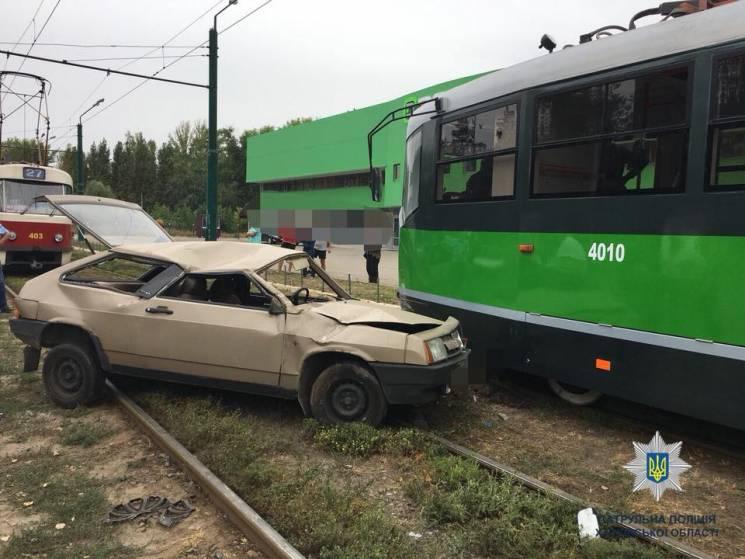 Аварія на коліях у Харкові: Легковик протаранив новий трамвай (ФОТО)