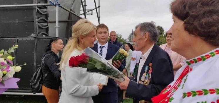 Світлична вручила заслуженим жителям Зачепилівки відзнаки Харківської ОДА