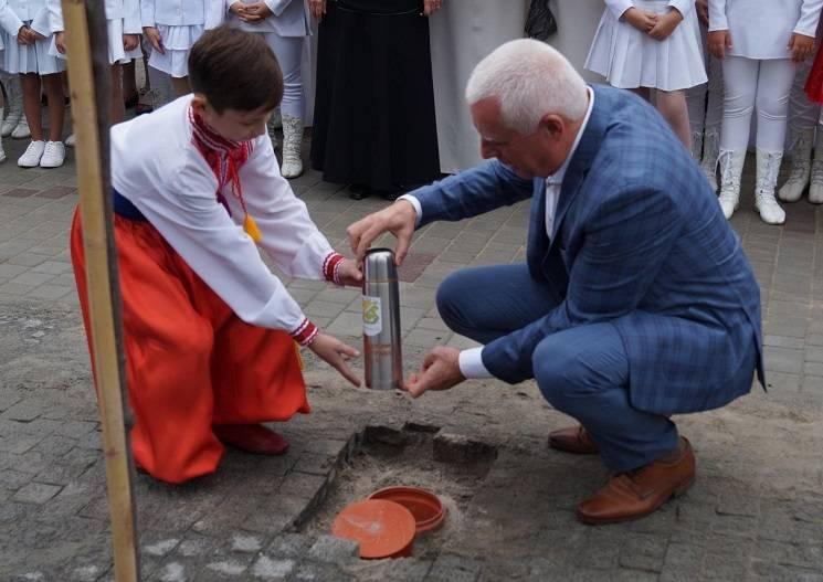 Капсула часу і скриня щастя: у Павлограді відзначили День міста (ВІДЕО)