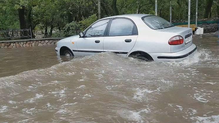 Нічна злива затопила вулиці Бердянська (ФОТО)