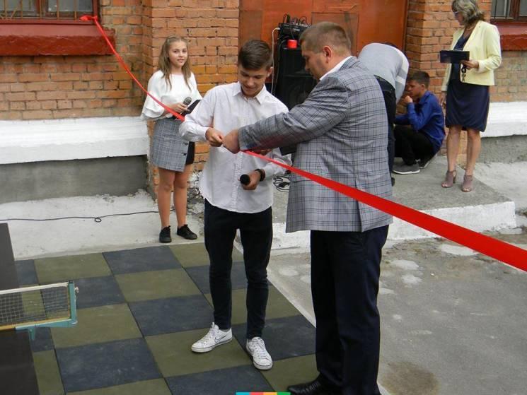 У хмельницькому ліцеї №17 відкрили сучасний спортмайданчик (ФОТО)