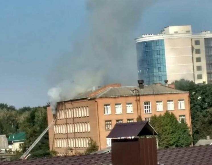 Понад 40 вогнеборців боролися з пожежею…