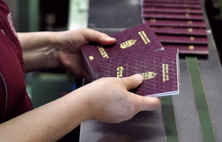 На Закарпатті через угорський паспорт де…