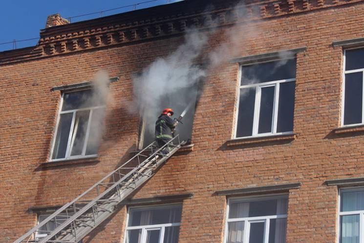 Хмельницька школа, що горіла напередодні, працювала з порушеннями норм пожежної безпеки