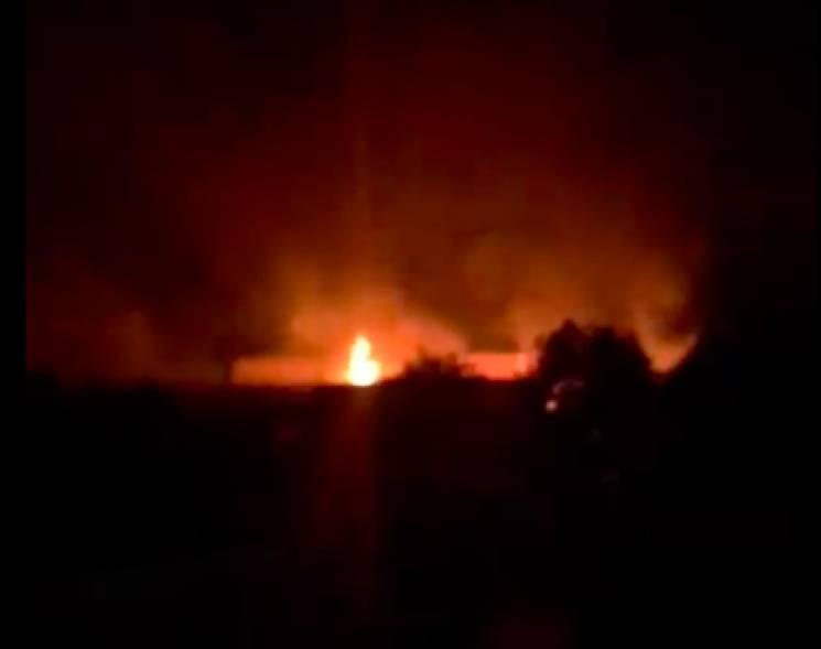 На Хмельниччині горить паркетний завод