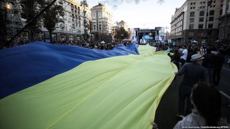 У Києві розгорнули рекордно великий прапор України (ФОТО)
