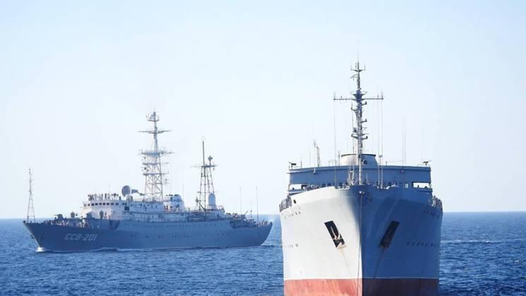 """""""Донбас"""" і """"Корець"""" в Азовському морі: Навіщо Україна """"пробивала"""" Керченську протоку"""