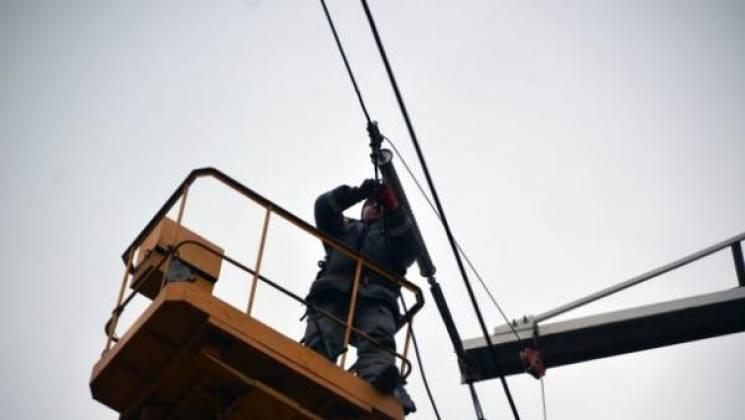 Негода знеструмила 17 населених пунктів на Прикарпатті