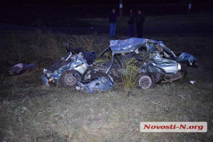 На Миколаївщині пасажирський поїзд переїхав легковик: Дві людини загинуло (ФОТО, ВІДЕО)