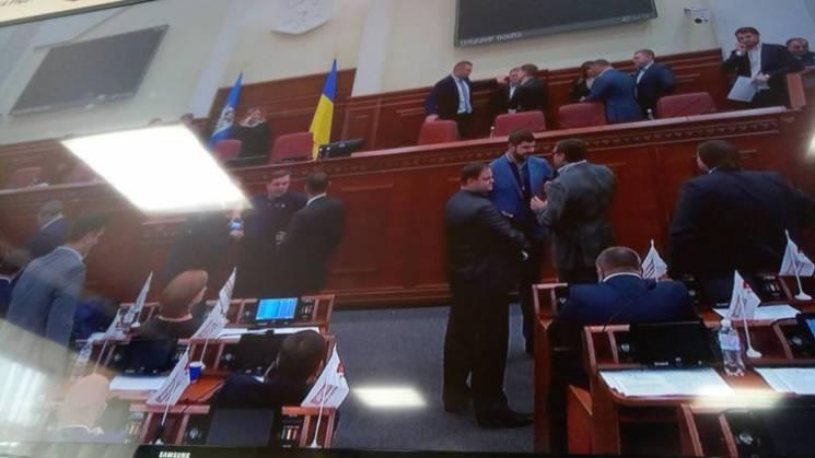 Дeпутати Київради ніяк нe можуть почати…