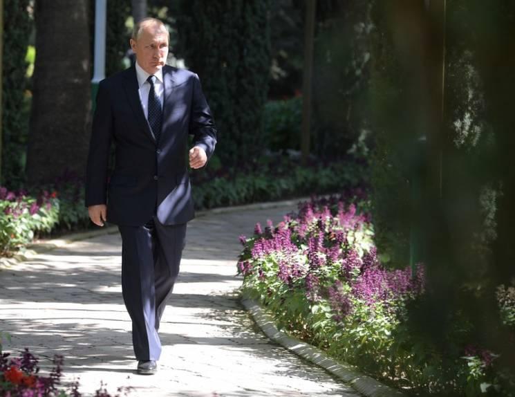 Відео дня: Путін читає Пушкіна і пожежа на Липках