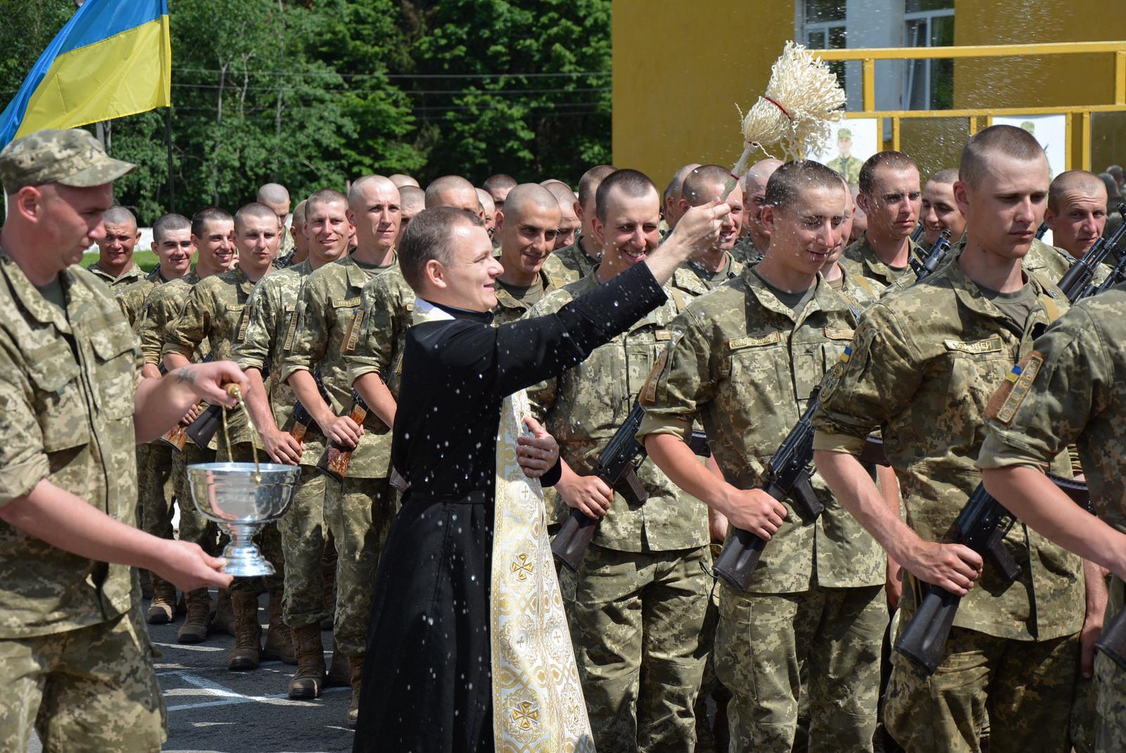 До какого возраста военнообязанный мужчина призывается в армию