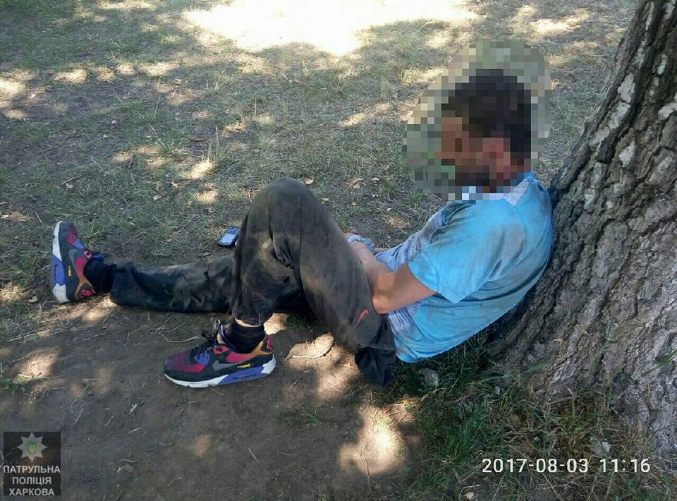 76f028b9a054 В Харькове прохожие поймали мужчину, который ограбил женщину с ребенком