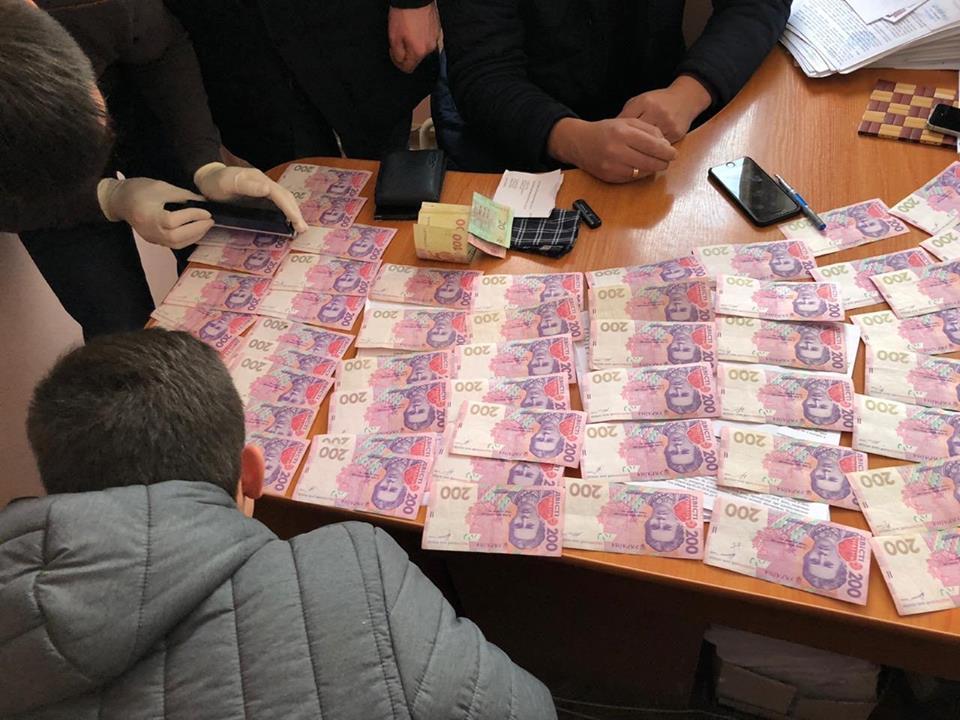 У Коломиї судитимуть податківця, який погорів на хабарі у 200 тисяч гривень