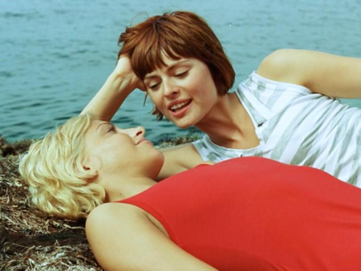 Гомосексуалы с женщиной секс художественные фильмы