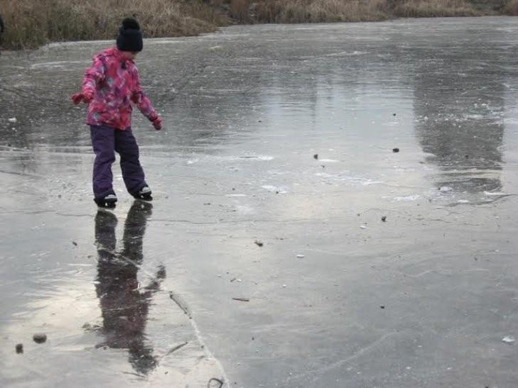 Прикарпатські рятувальники не пустили на тонкий лід підлітків