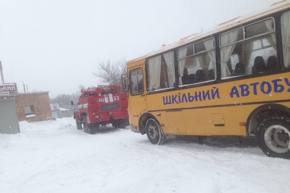 """Результат пошуку зображень за запитом """"рятувальники витягнули автобус"""""""