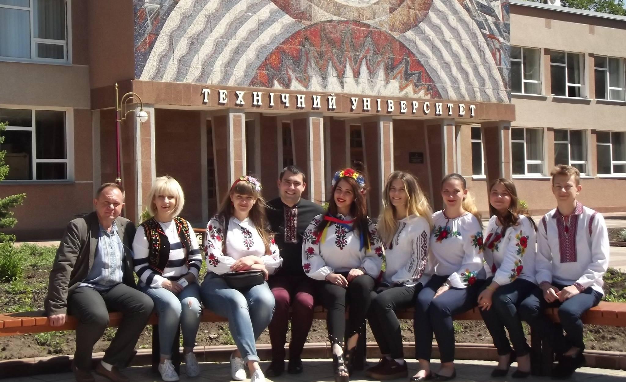 Флешмоб сьогодні запланували і студенти Донецького медичного університету ffa369fb895b6