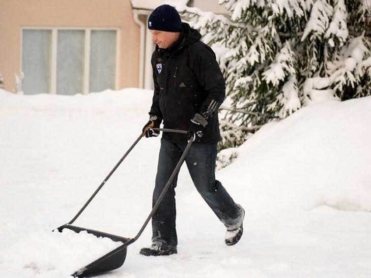 Власників магазинів у Франківську штрафують за неприбраний сніг